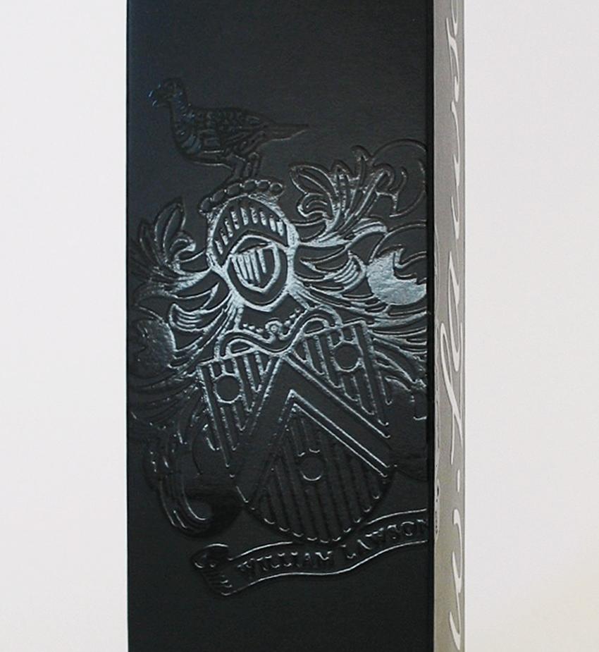 UV - Artes Gráficas - Embalagem de whisky William Lawson's-detalhe